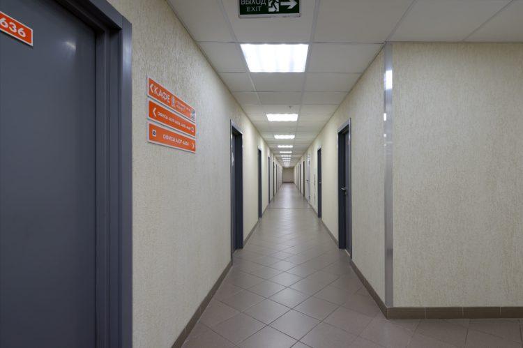Коридоры на этажах в БЦ Кусково